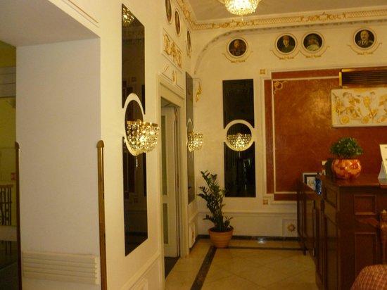 Hotel General: Reception