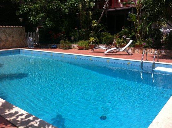 Casa di Valentina B&B : panorama piscina