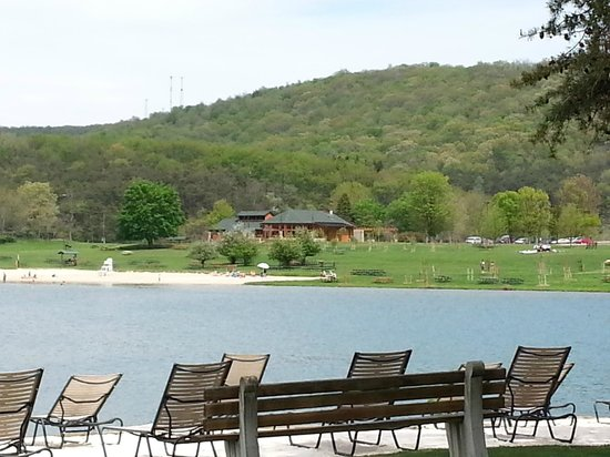 Rocky Gap Casino Resort: View of State Park across from Hotel