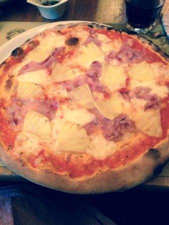 Osteria Il Gatto E la Volpe: Huge pizza for one