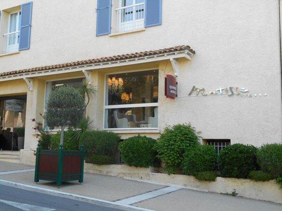 Matisse Hotel Entrée