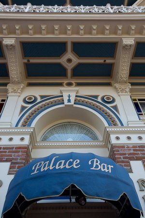 The Horton Grand Hotel: Palace Bar open daily in the Gaslamp