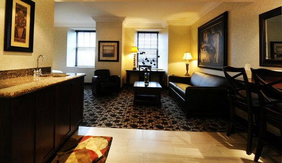 Stone Mill Inn: King Suite