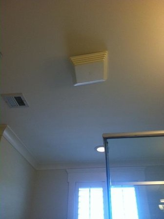 Kingsmill Resort: Exhaust fan cover not properly installed