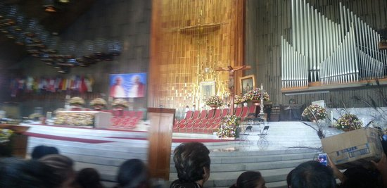 Basilica Lady of Guadalupe and Teotihuacan: Altar de la Basilica Nuestra Señora de Guadalupe