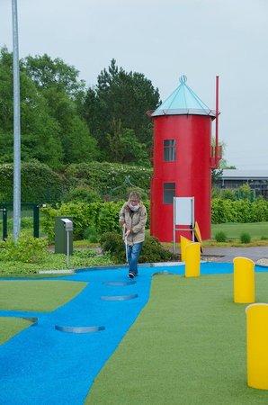 Wiesmoor, Germany: Minigolf mit Leuchtturm