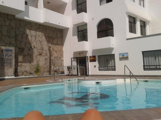 Apartamentos Tamanaco: The pool