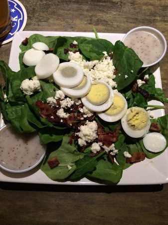 Red Cactus Bar and Grill: Spinach feta bacon egg poppyseed dressing
