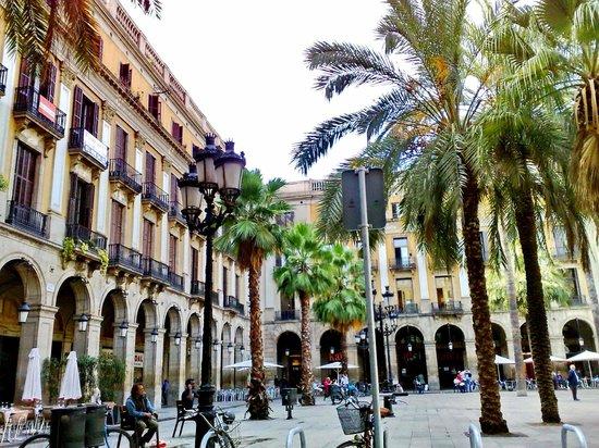 Plaza Real (Plaça Reial): Placa Reial