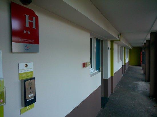 B&B Hôtel Chartres Le Forum: accès au chambres...