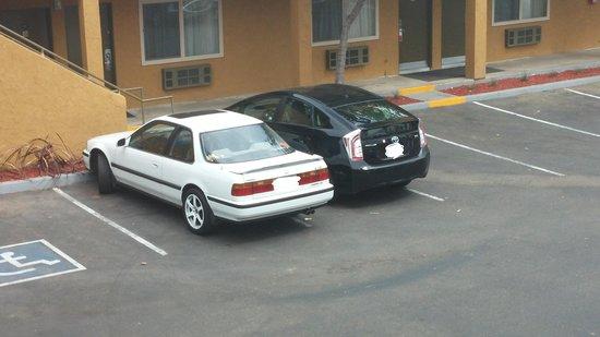 Ramada Limited San Diego/Near SeaWorld : Small parking