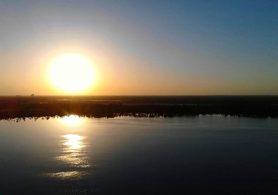 Blue Heron Beach Resort : Sunrise over Lake Bryan