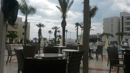 Tsokkos Beach Hotel: Вид около бара