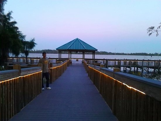 Blue Heron Beach Resort: Boat dock and Lake Bryan at sunset