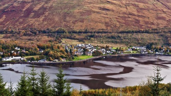 Lochside Guest House: VIew from across the Loch