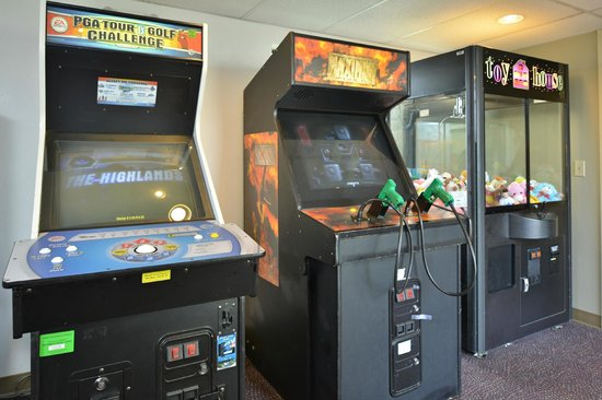SilverStone Inn and Suites : Video Game Room