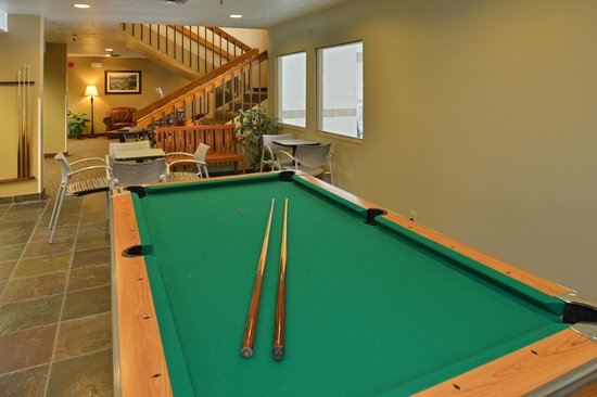 SilverStone Inn and Suites : Pool Room