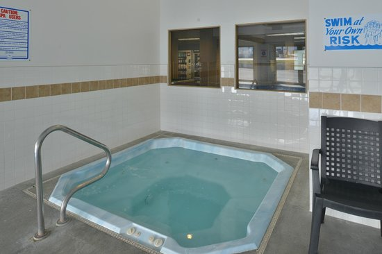 SilverStone Inn and Suites: Hot Tub