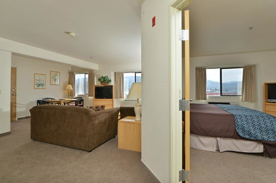 SilverStone Inn and Suites: Large Suite