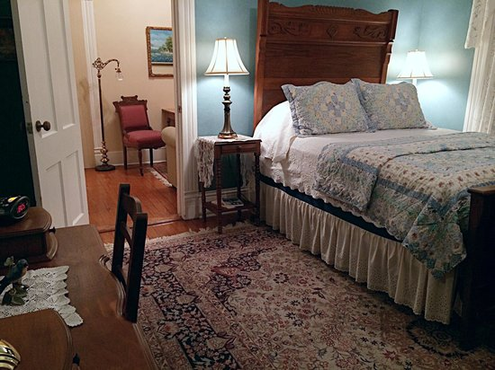 Brackenridge House Bed and Breakfast: Bluebird Suite