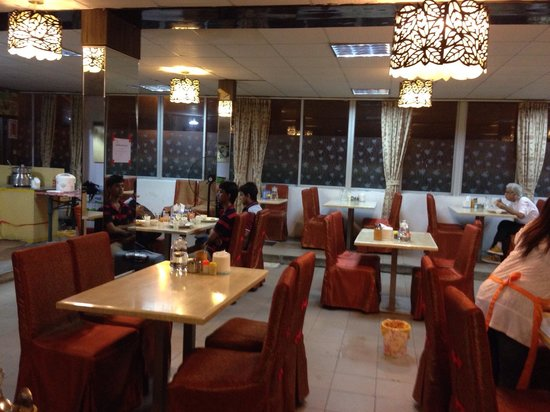 Sharmaji Vegetarian Indian Restaurant: Dining area
