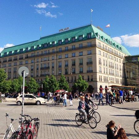 Hotel Adlon Kempinski: Aussenansicht