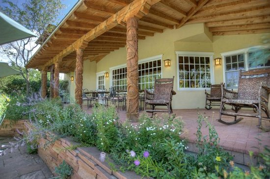 Blue Lake Ranch: Guests will enjoy breakfast on the Veranda