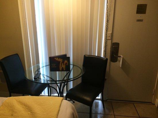 Aqua Beach Resort: dining area in our room