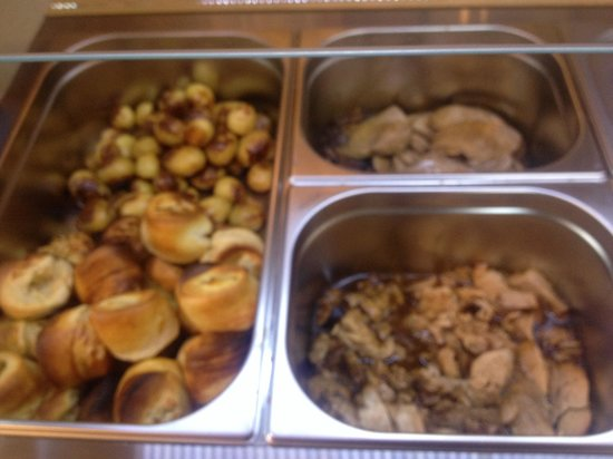 Pinnochios Tearoom: Delicious hot buffet and Carvery