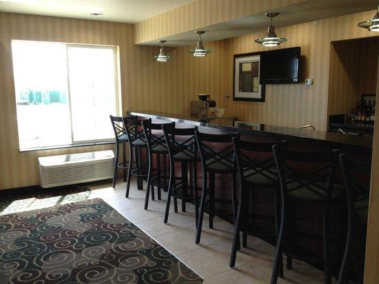 Cobblestone Hotel & Suites Killdeer, ND: Bar