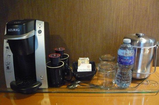 Executive Hotel Vintage Park: Keurig coffee maker in every room