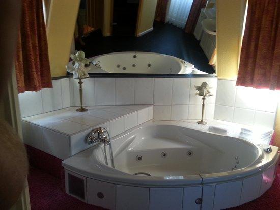 Hotel Tummers: Het bad!