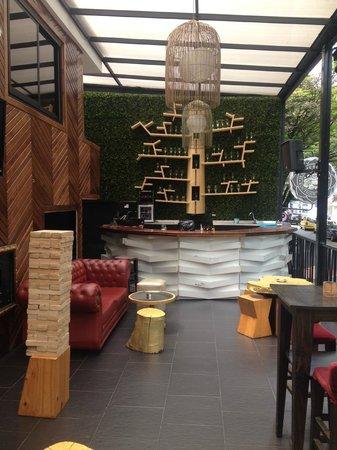 Happy Buddha Boutique Hostel: Bar at hotel!