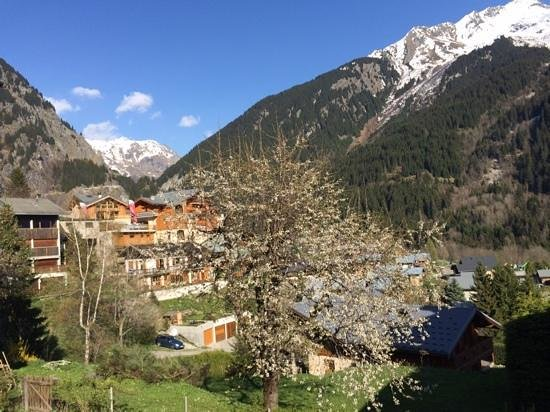 Les Glieres : Champagny village