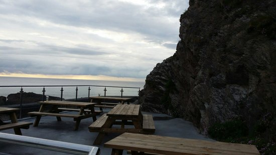 The Pier Brewery Tap & Grill: Outside seating sea view