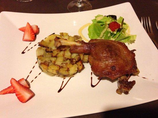 Le Trucanous: Confit de canard et pommes de terre à la salardaise.
