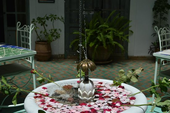 Riad Agathe : Patio central,sirve para desayunar, cenar....etc..