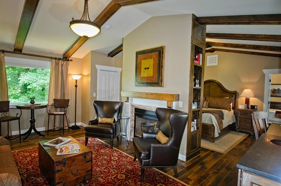 Bed and Breakfast on Tiffany Hill: Lexington Suite