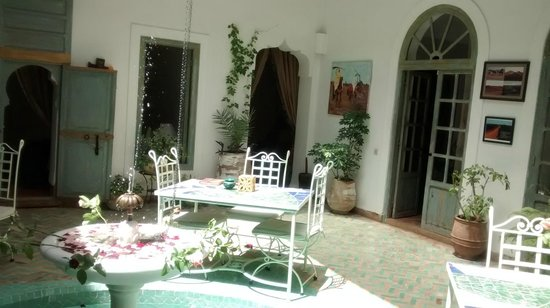Riad Agathe: Patio central..alegre y soleado