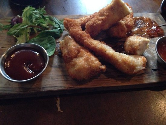 Green Chimney: Chimney chicken dippers with BBQ sauce & sweet chilli sauce, excellent!!