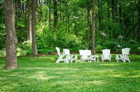 Bed and Breakfast on Tiffany Hill: Circle of Trees Garden