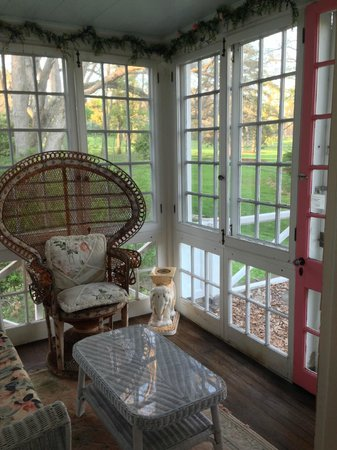 The Mansion Inn Bed and Breakfast: Private porch