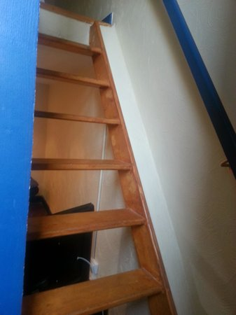 Cannes Sun: ladder, steep staircase to loft bed