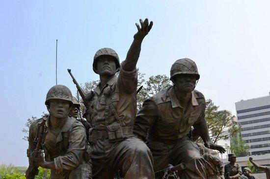 Monumento de Guerra de Corea: Statue