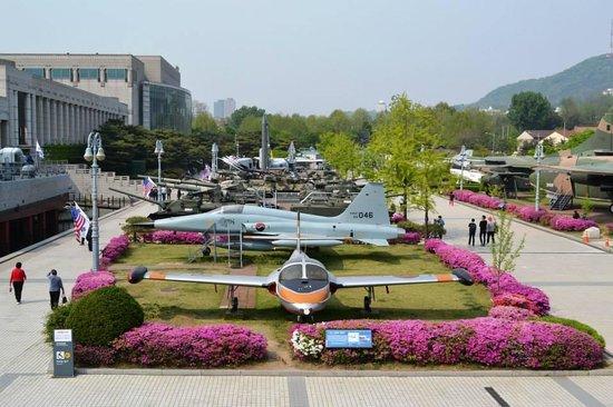 Monumento de Guerra de Corea: Collection of Transportation