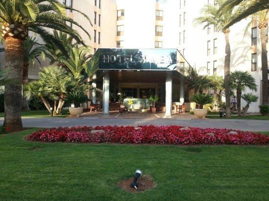 Hotel Globales Sumba: entrance