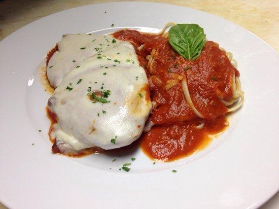 Pie Zano's Pizza & Pasta: Chicken parmigiana