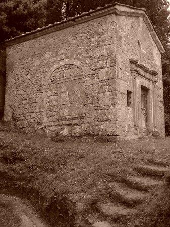 Museo Archeologico all'Aperto Alberto Manzi: La piccola chiesa incontrata durante il percorso