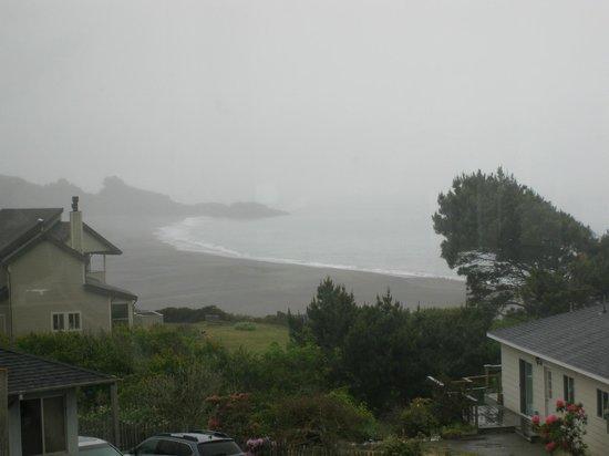Bones Roadhouse, rainy day view