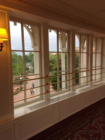 Disneyland Hotel : bridge